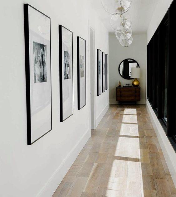 galeria zdjęć w przedpokoju