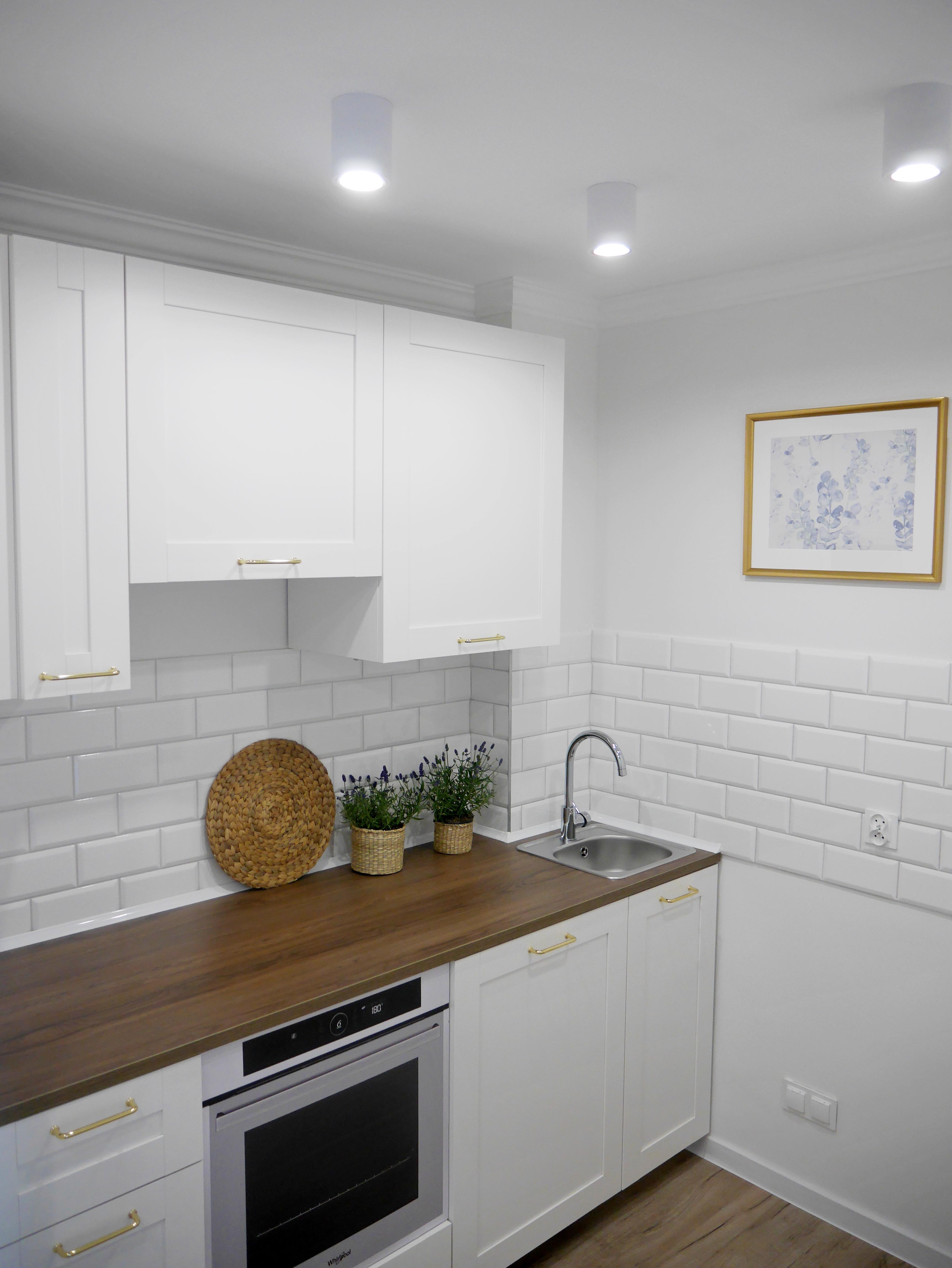 Jakie fronty kuchenne wybrać by kuchnia służyła nam na lata? Rodzaje frontów kuchennych: lakierowane, akrylowe, foliowane, laminowane