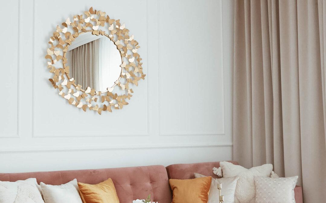 Niezwykła metamorfoza salonu Przed i Po – tylko za pomocą dekoracji.